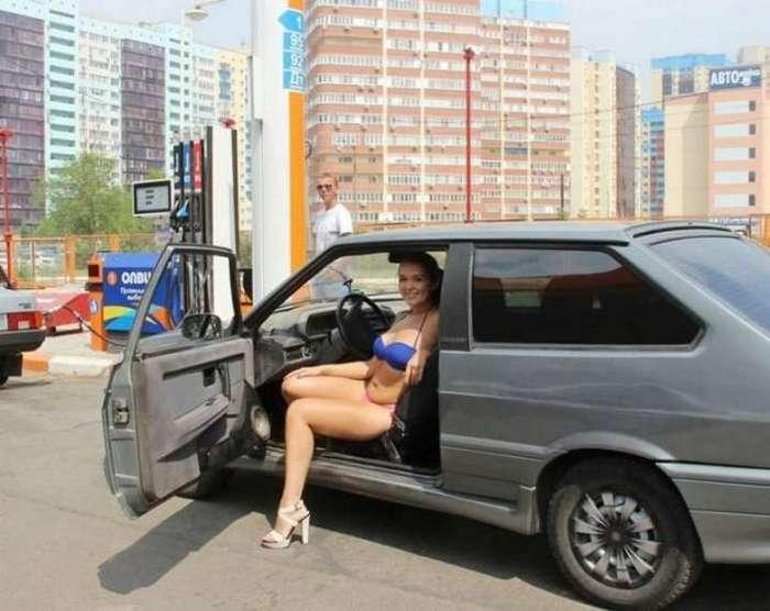 Бесплатное топливо для раздетых автоледи