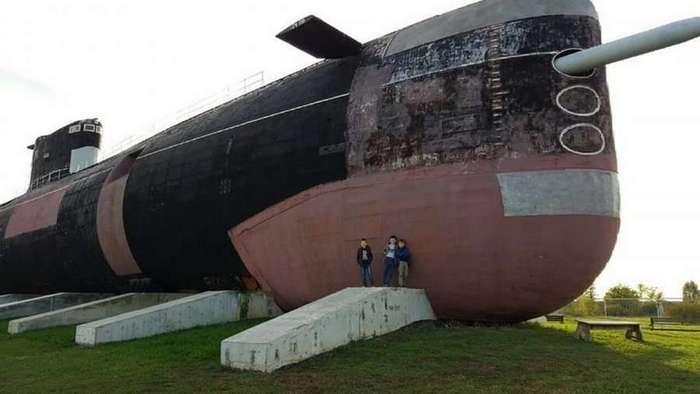 Как дизельная подлодка ВМФ России оказалась посреди степи в Тольятти
