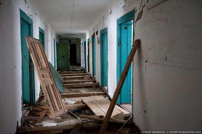 Заброшеная тюрьма (39 фото)