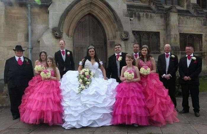 Цыганское свадебное платье весом больше невесты (6 фото)