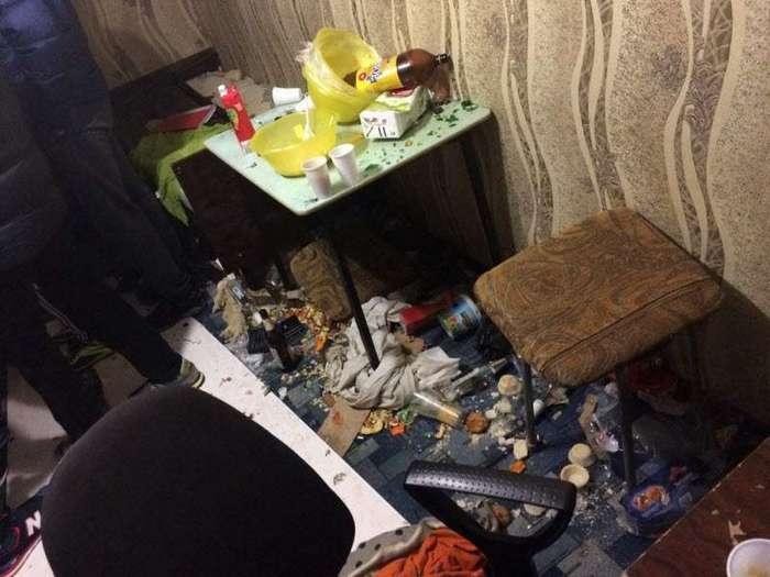 Очередное жилое помещение не пережившее молодежную 'вписку' (9 фото)