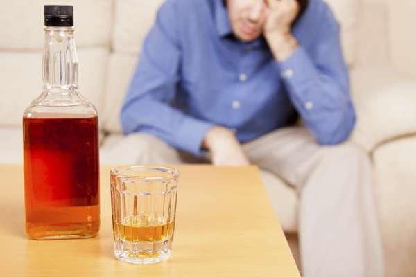 Как узнать алкоголика (1 фото)