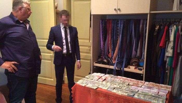 В доме главы Федеральной таможенной службы найдены крупные суммы наличных (5 фото)