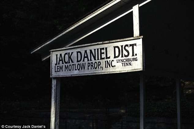 Рецепт виски Jack Daniel's придумал чернокожий раб!