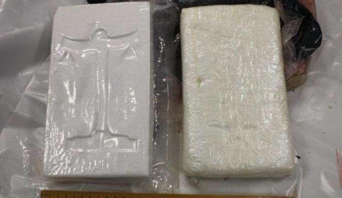 В Ирландии нашли выброшенную на берег трубу с кокаином на 5 млн евро (4 фото)