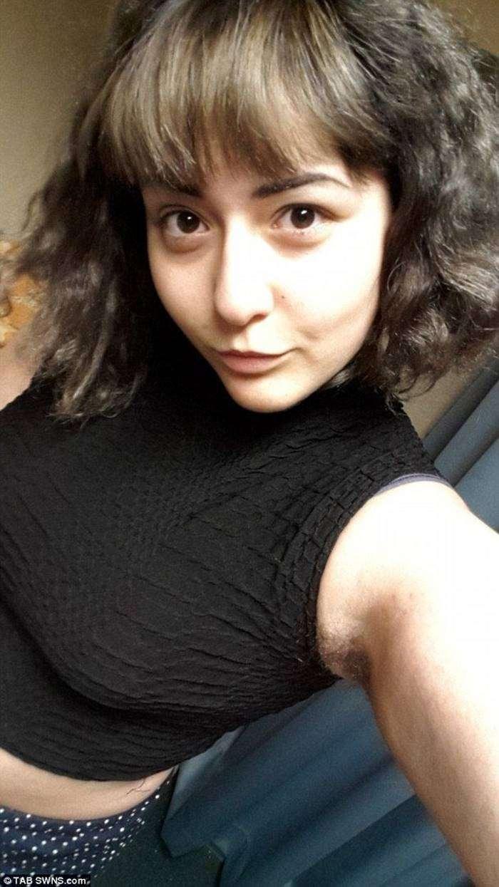 19-летняя студентка принципиально не прикасается к бритве (6 фото)