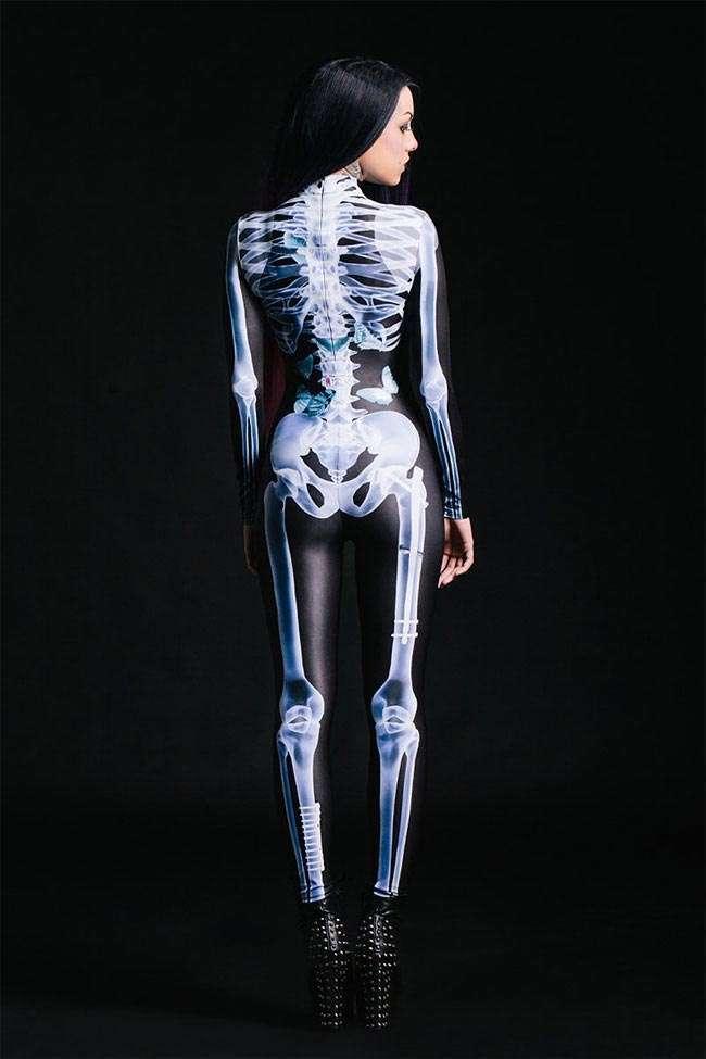 Костюм со светящимся в ультрафиолете скелетом, превращающий вас в рентгеновский снимок (10 фото)