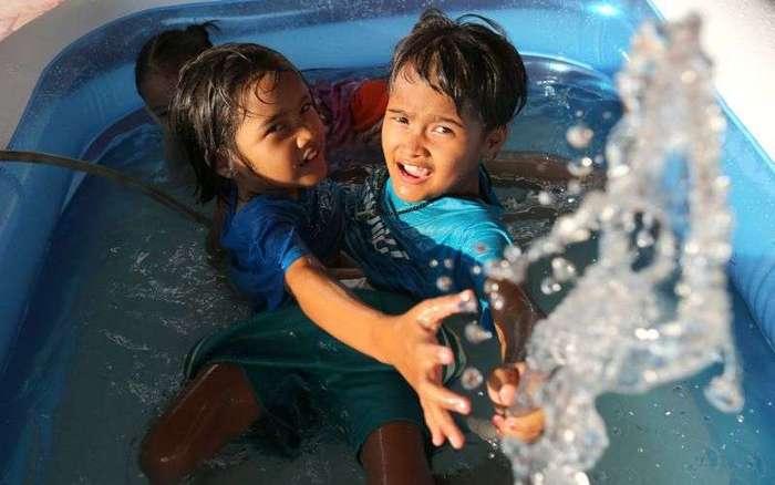 Сиамские сестры-близнецы из Таиланда не хотят, чтобы их разделяли (14 фото)