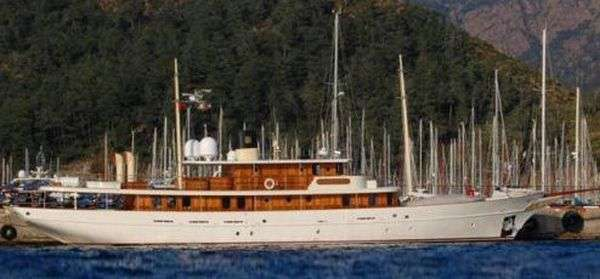 Яхта Джонни Деппа (12 фото)