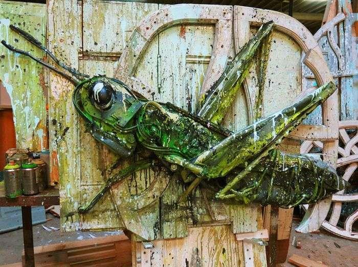 Скульптуры животных из мусора и хлама (35 фото)