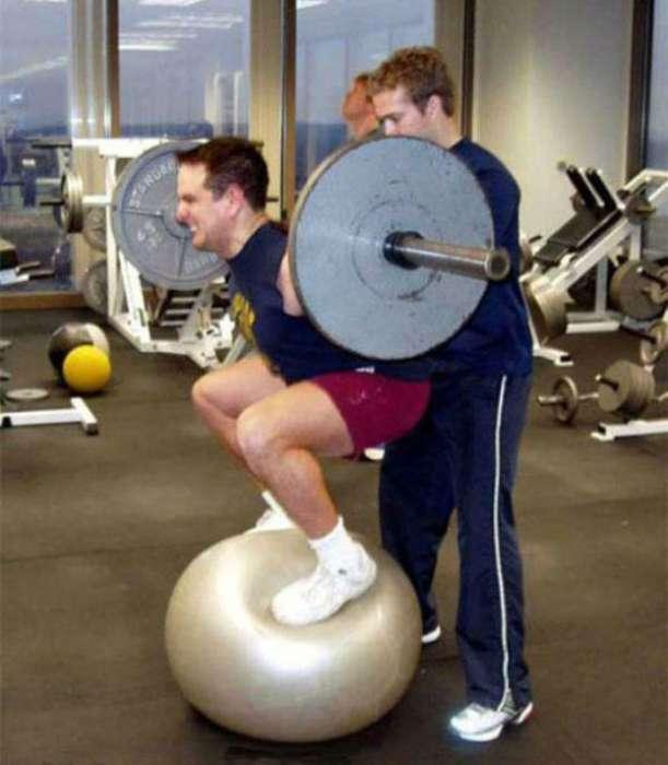 Спорт - это жизнь: 17 неловких ситуаций, произошедших в тренажерном зале
