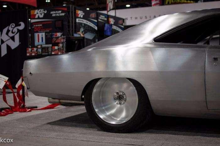 Суровый Dodge Charger, которому не нужна краска (5 фото)