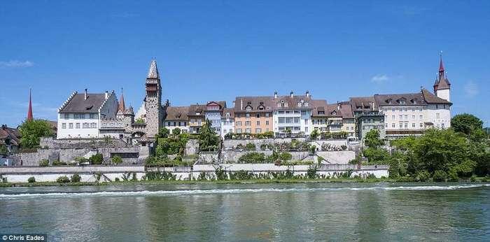 Швейцарская деревня миллионеров предпочла приёму беженцев штраф в размере $300 тыс.