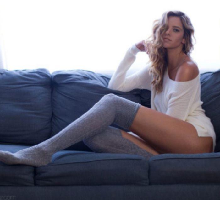 Мисс Длинные ноги заставит вас почувствовать себя маленьким