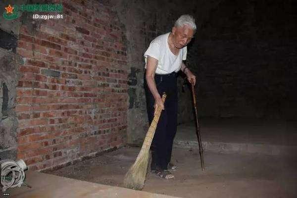 87-летний
