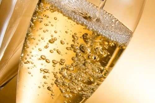 Как размер пузырьков влияет на вкус шампанского?
