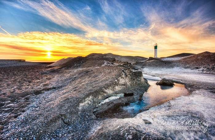 Канадский фотограф влюбился в пейзаж с одиноким маяком и потратил целый год, чтобы отснять его