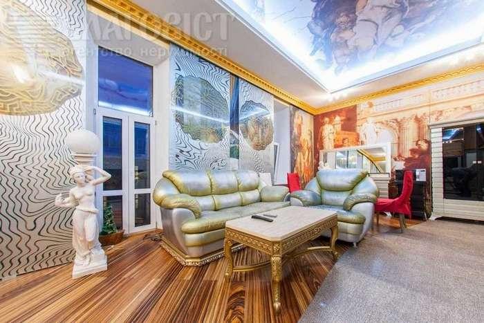 «Заповедник золотых диванов» или «неординарная» квартира в Киеве