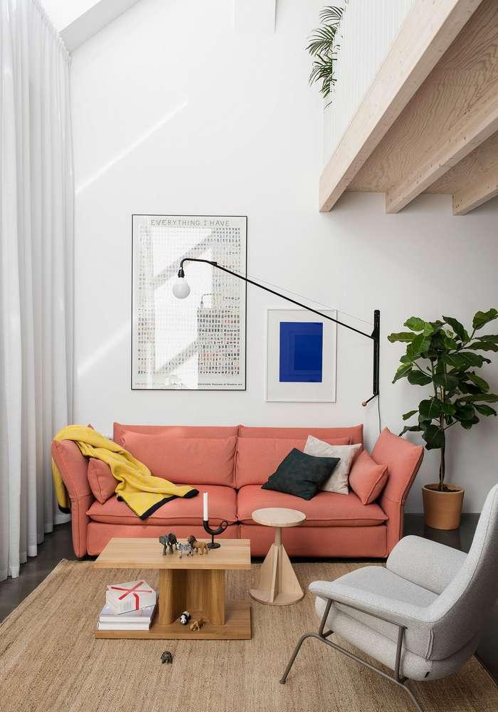 Двухуровневая квартира в старом доме в Стокгольме