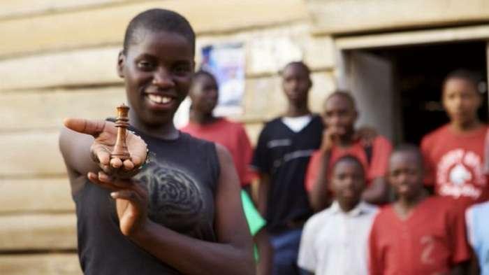 Шахматный гений из трущоб: как неграмотная африканская девочка стала настоящим гроссмейстером
