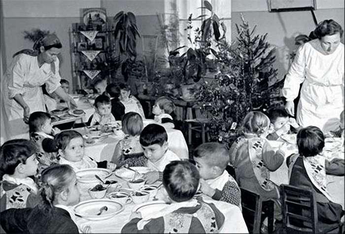 Как встречали Новый год в СССР в 1950-х годах