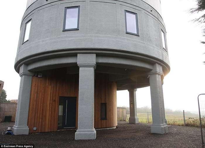 Мужчина создал дом мечты из старой водонапорной башни