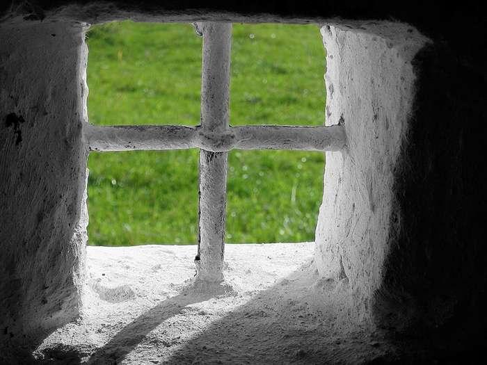 Чтобы ломать жизнь людям, необязательно строить тюрьмы