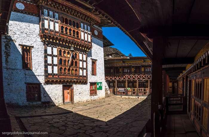 Бутанский монастырь. Медитация и фандрайзинг
