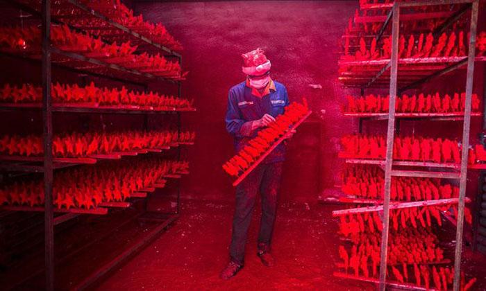 Город Рождества, или Что на самом деле стоит за производством китайских новогодних игрушек