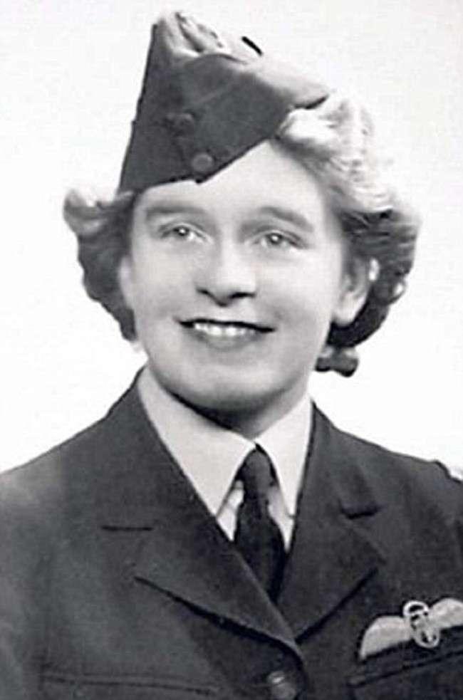 Британская военная летчица ошарашила всех в день своего 100-летнего юбилея!