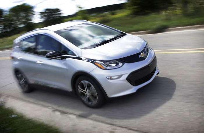 Восстание машин: электромобиль устроил бунт в гараже
