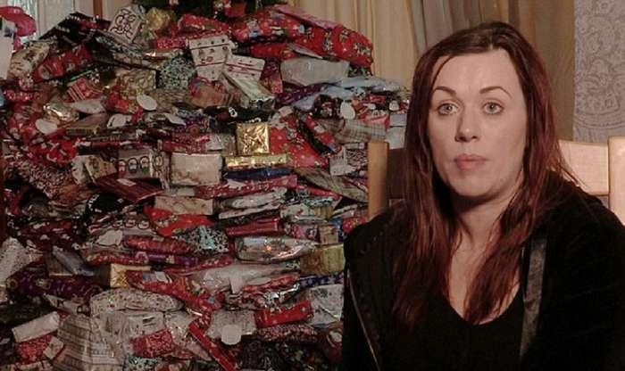 Несмотря на прошлогоднюю критику, британка купила каждому своему ребенку по 96 подарков на Рождество