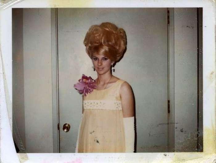 Прически в стиле Женские причёски 60-х годов фото платья