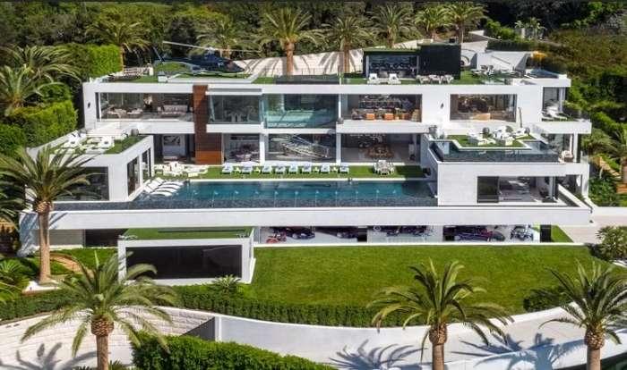 В США продается самый дорогой дом страны вместе с вертолетом, машинами, яхтой и прислугой