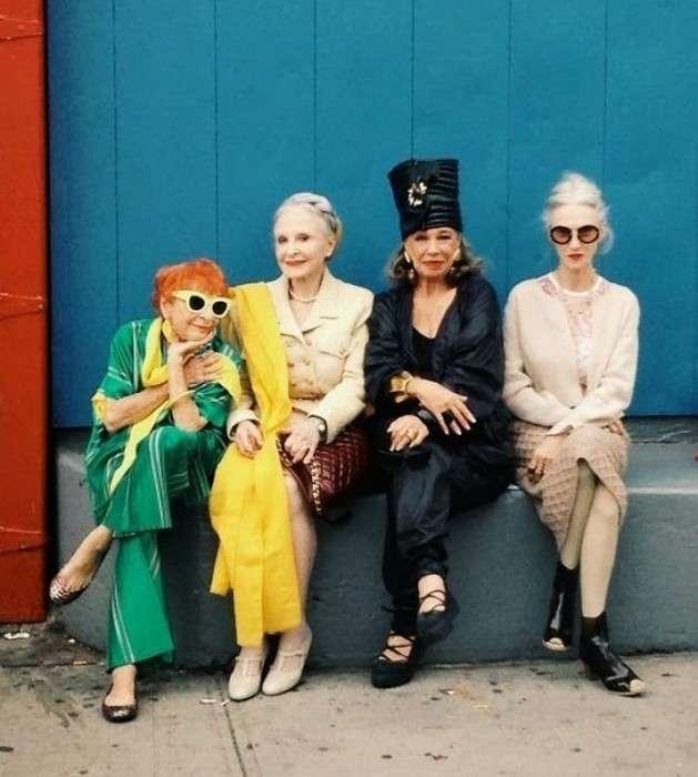 Фото четырех модных старушек