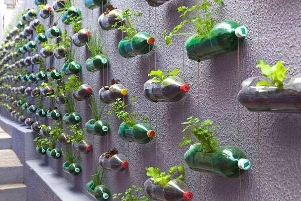 10 способов использовать старые пластиковые бутылки и пластиковую посуду