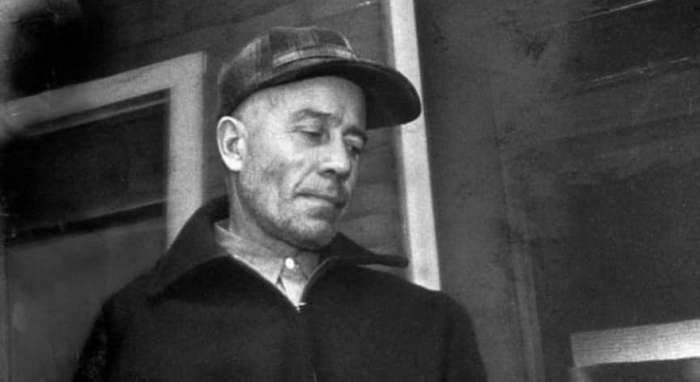 a biography of edward theodore gein an american serial killer Gein was born august 8, 1906, in lacrose, wisconsin, but his family soon moved to a farm outside plainfield his father held jobs as a tanner and carpenter when he wasn't working the farm, and gein's mother emerged as the dominant parent, settling most family decisions on her own.