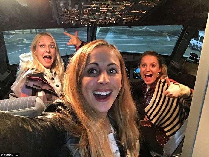 Почувствуй себя звездой: 3 подруги оказались единственными пассажирками обычного самолёта