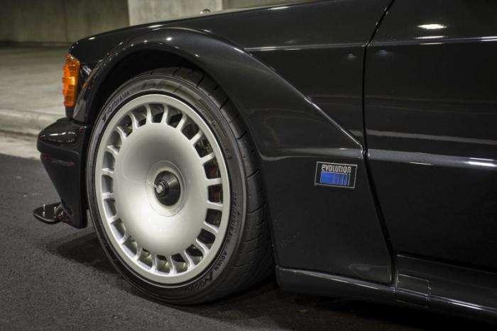 Легендарный Mercedes 190E Evo II (7 фото)