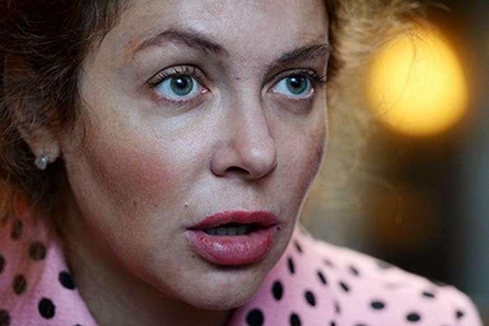 Божена Рынска кричит о «нападении»: ей обклеили окна портретами погибших журналистов