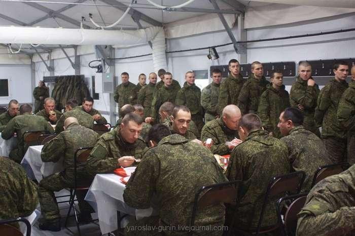 Чем кормят солдат или армейская столовая в зимне-полевых условиях
