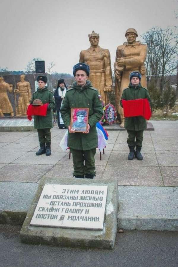 Торжественное захоронение останков советского солдата