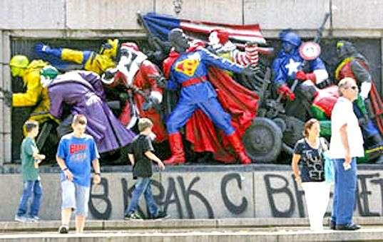 Осовременили памятник (3 фото)