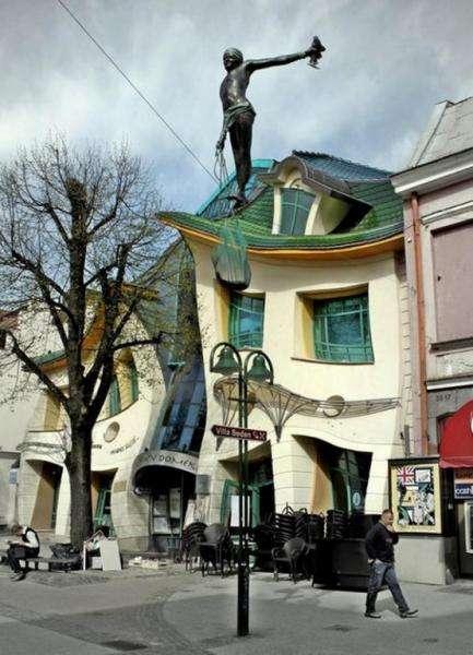 Оригинальный Кривой дом в Сопоте, Польша