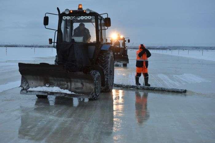 Как создают ледяную переправу между городами Салехард и Лабытнанги