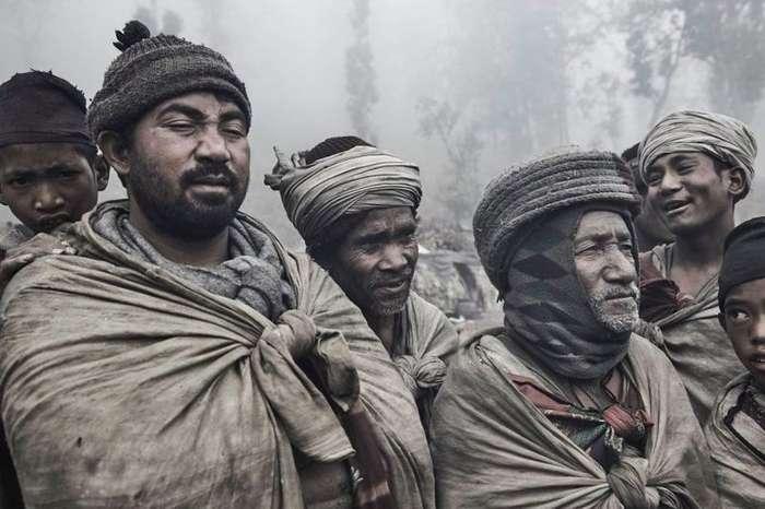 Фотограф провел три дня в изолированном непальском племени