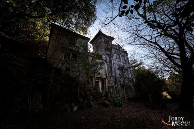 Увядающий дом (10 фото)