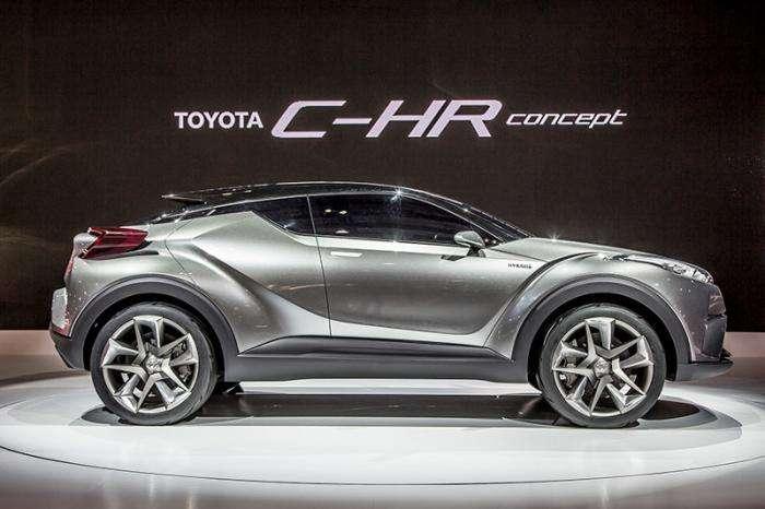 Toyota будет продавать в России c-hr (4 фото)