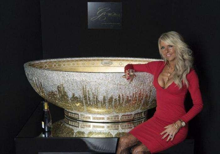 Золотая ванна, усыпанная кристаллами, для любителей колотить понты (8 фото)