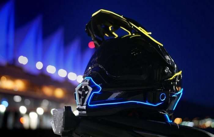 Эксклюзивная подсветка мотошлема, которая подвысит безопасность на дороге